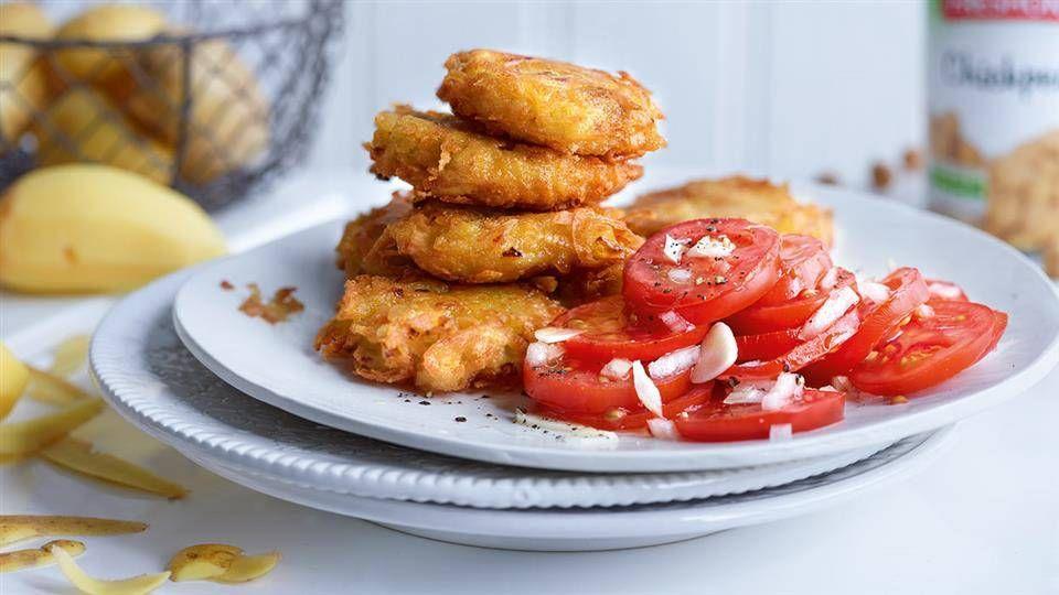 Placki Ziemniaczane Z Ciecierzyca Z Salatka Z Pomidorow Przepis Recipe Cooking Food Recipes
