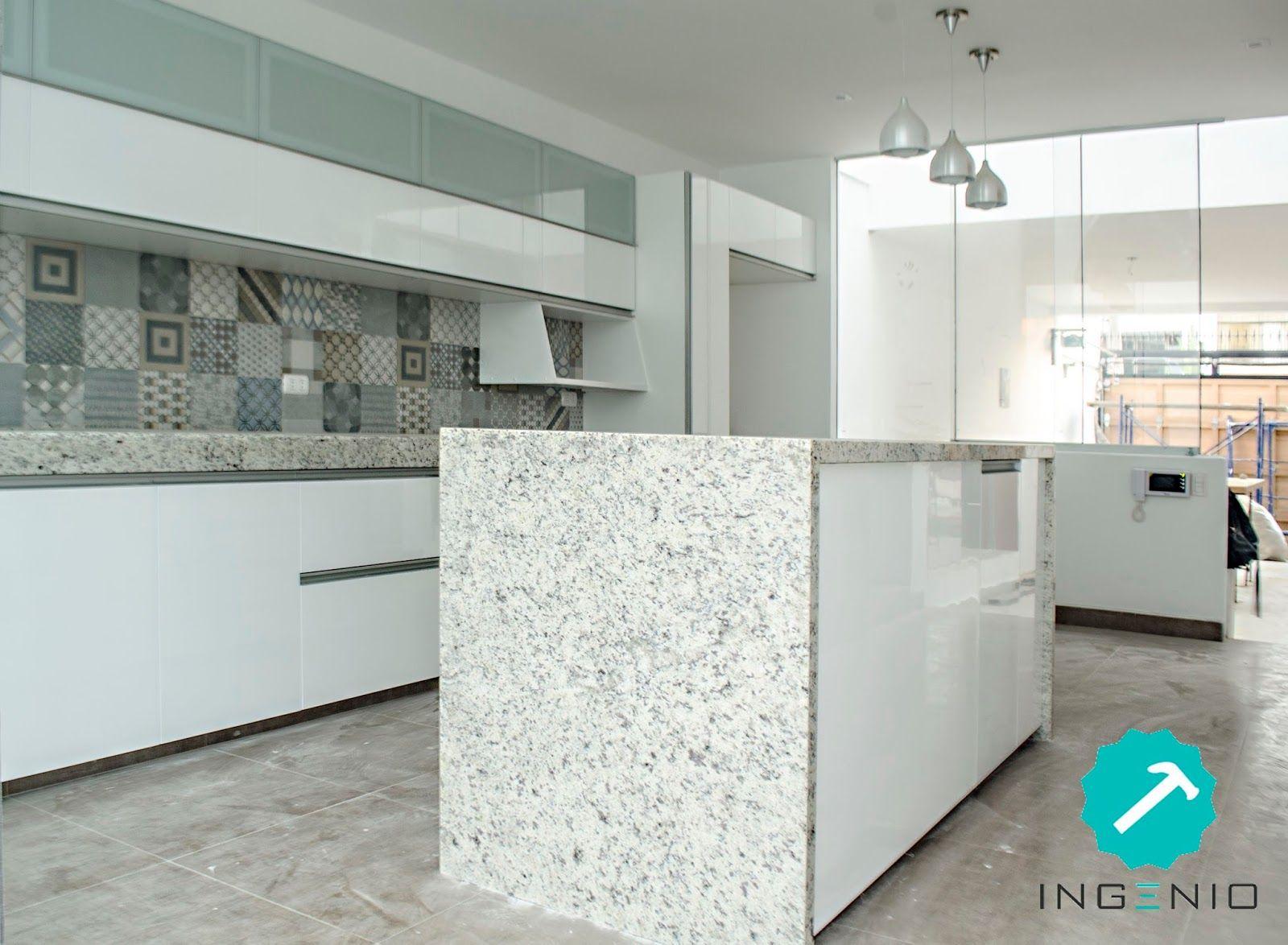 Mueble de cocina con acabado poliuretano blanco madera for Muebles de cocina nectali