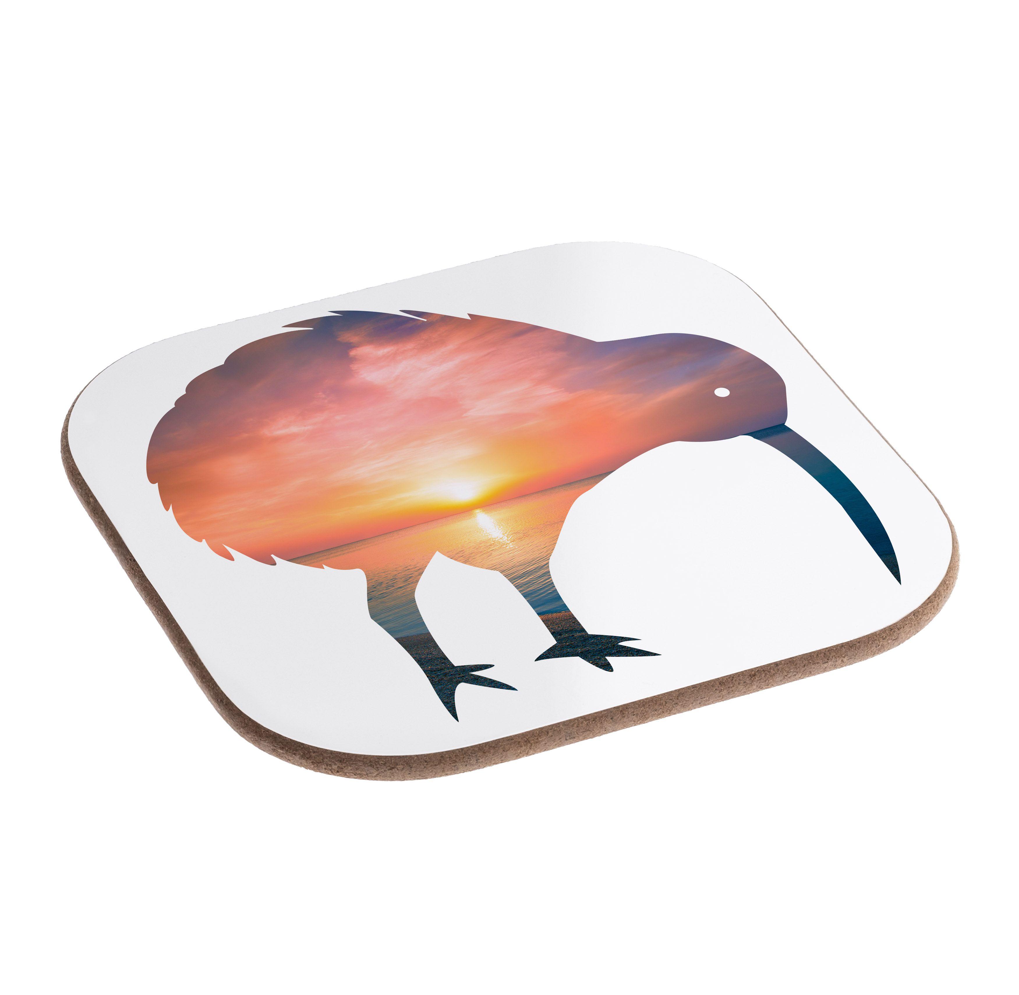 Quadratische Untersetzer Kiwi Vogel aus Hartfaser  natur - Das Original von Mr. & Mrs. Panda.  Dieser wunderschönen Untersetzer von Mr. & Mrs. Panda wird in unserer Manufaktur liebevoll bedruckt und verpackt. Er bestitz eine Größe von 100x100 mm und glänzt sehr hochwertig. Hier wird ein Untersetzer verkauft, sie können die Untersetzer natürlich auch im Set kaufen.    Über unser Motiv Kiwi Vogel  Kiwi-Vögel oder Schnepfenstrauße sind nachtaktive und flugunfähige Vögel (Laufvögel) und sind in…