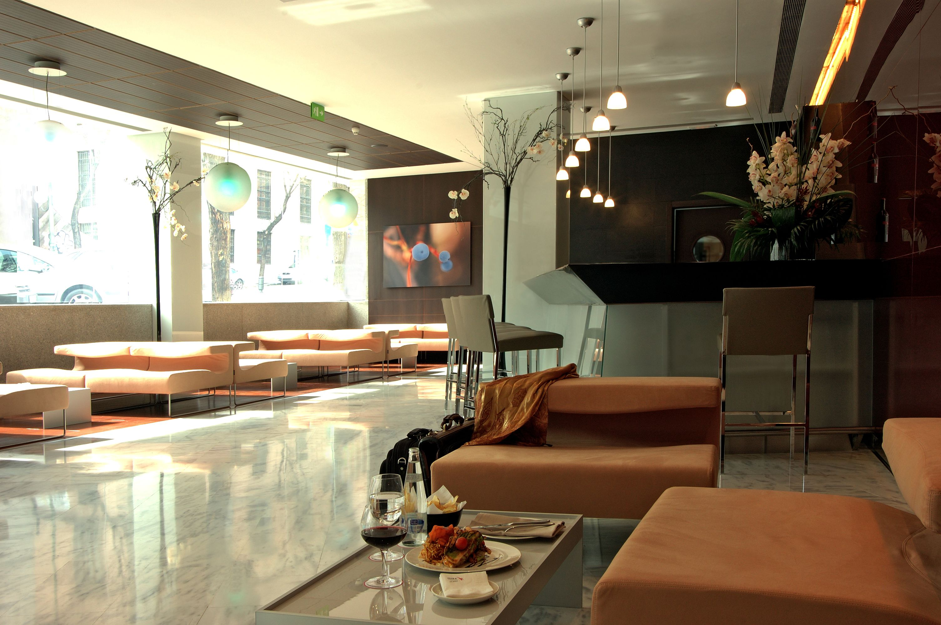 Hotel HUSA Paseo del Arte, lobby bar. allende arquitectos. Madrid 2004