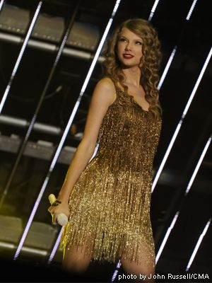 Taylor to Release Speak Now World Tour CD+DVD - News - Nash ...