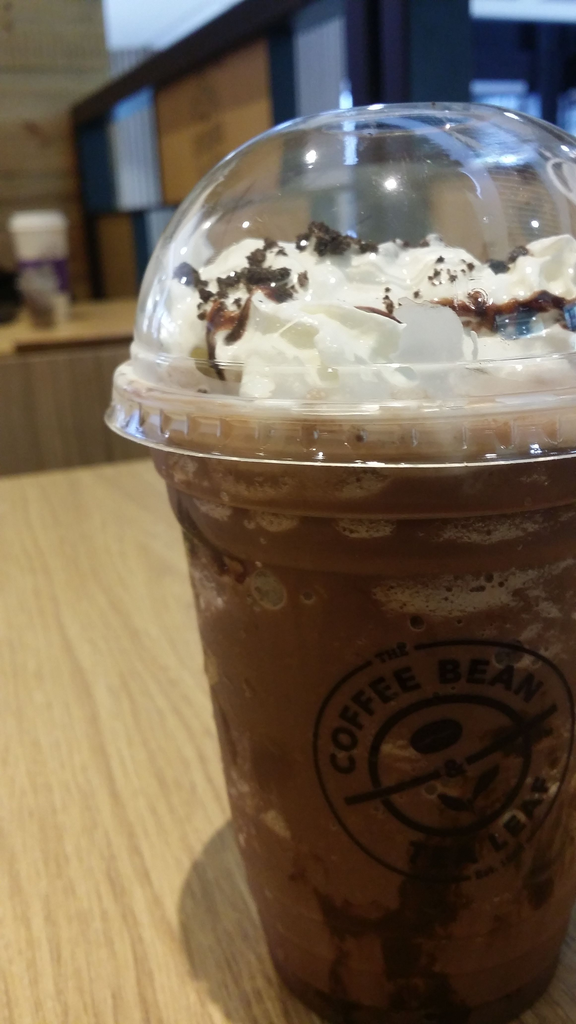 Chocolate Cookie Crumble Ice Blended Drink At The Coffee Bean Tea Leaf Chocolate Cookie Chocolate Drinks Food Cravings
