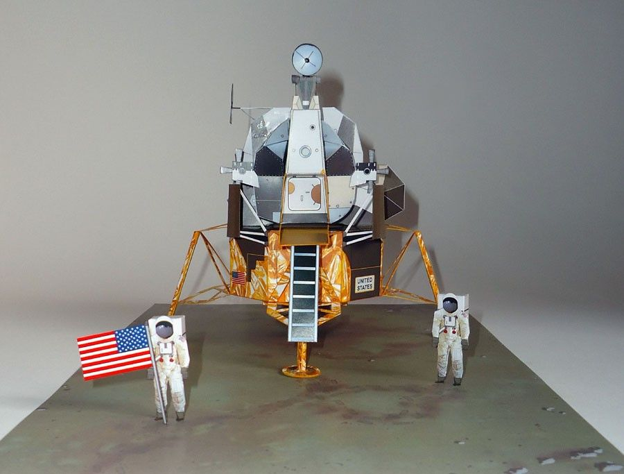 Neil armstrong coloring sheet paper model 1 35 diorama for Outer space 3d model