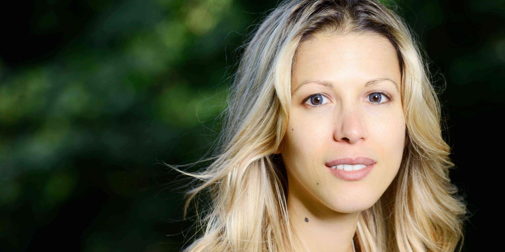 """Tristane Banon, """"victime"""" de DSK présente son footballeur de mari et annonce sa grossesse"""