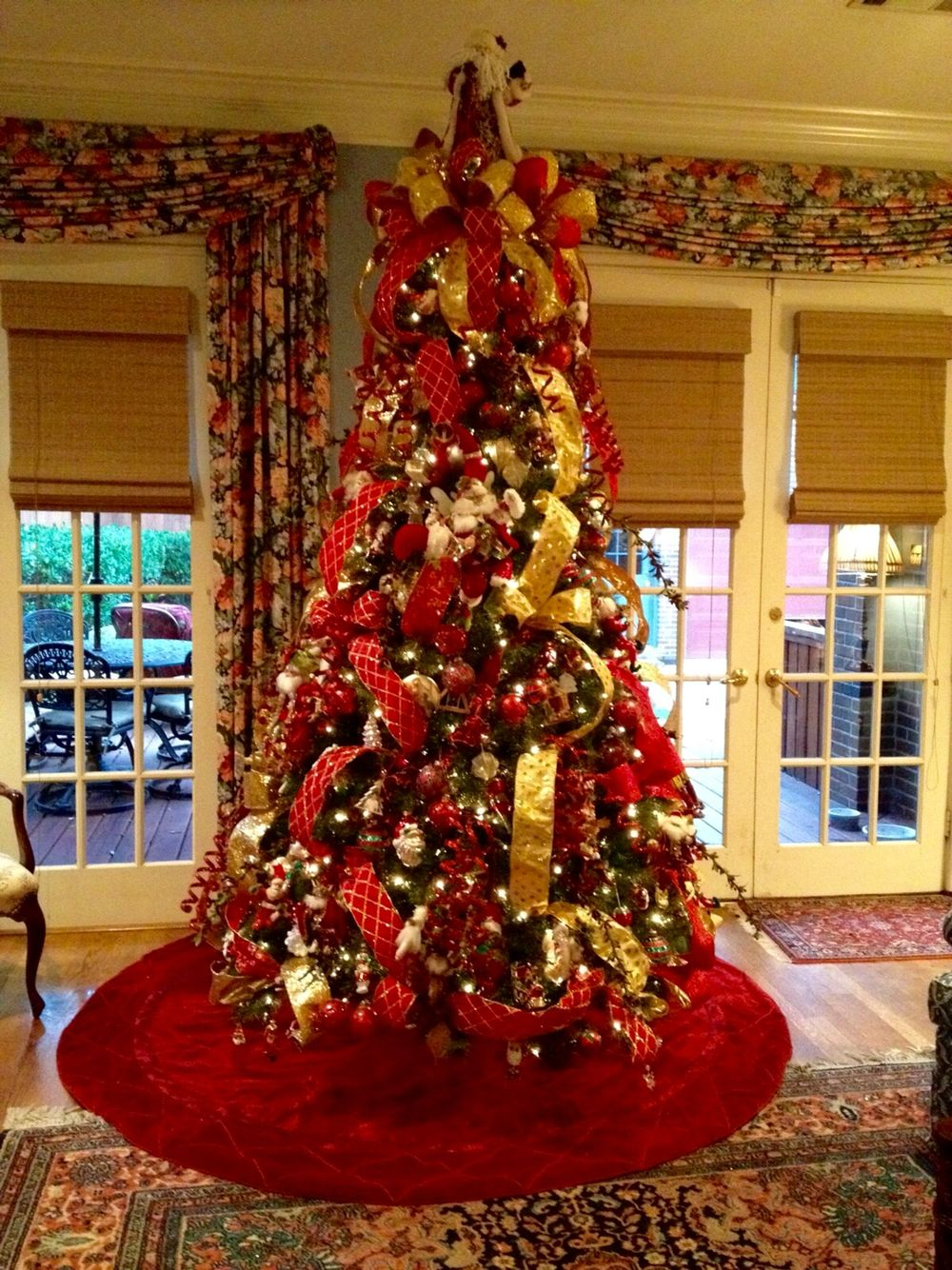 Christmas tree decor red and gold - Red And Gold Traditional Christmas Tree Designed By Arcadia Floral Home Decor