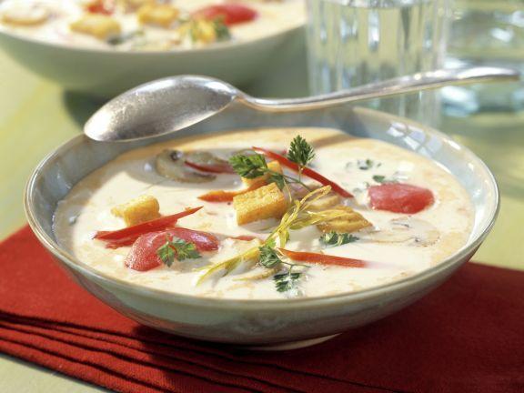 Kokos-Ingwer-Suppe mit gebratenem Tofu ist ein Rezept mit frischen Zutaten aus der Kategorie Kochen. Probieren Sie dieses und weitere Rezepte von EAT SMARTER!