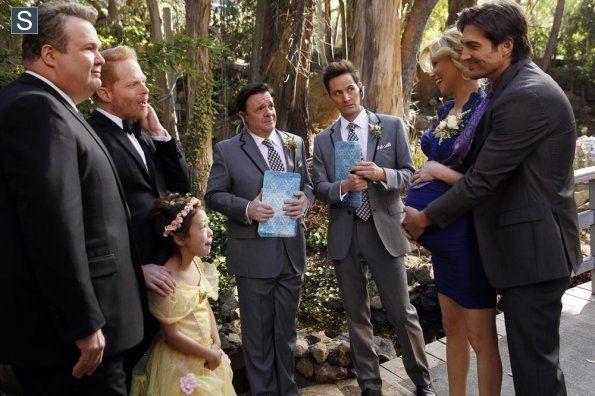 Modern Family Episode 5 23 The Wedding Part One Promotional Photos 9 Modern Family Modern Family Episodes Wedding Album