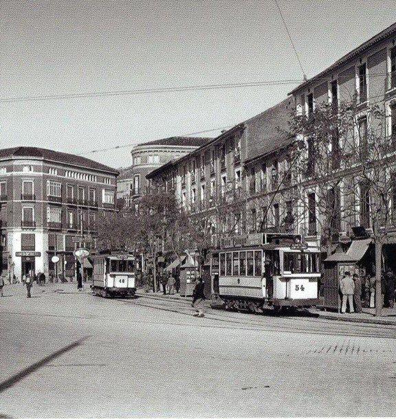 Antigua Acera de la Marina y las paradas de tranvías, actualmente Plaza de la Marina, vía de acceso al Puerto de Málaga, Spain. 1910.