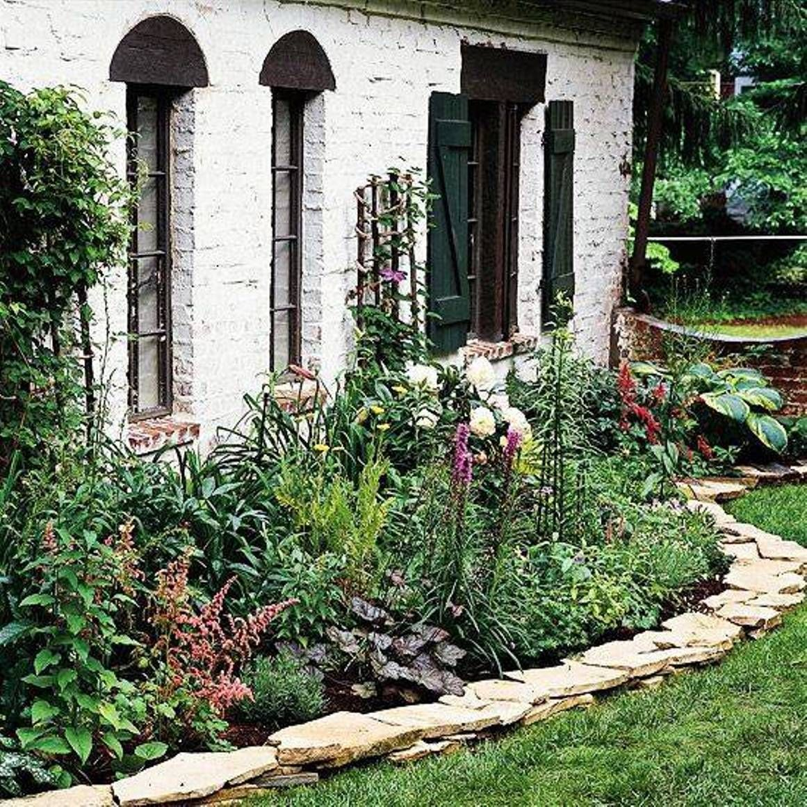 Beautiful Stone Borders Stacked Stones Natural And Beautiful Stone Borders For Landscaping Lands Landscaping With Rocks Flower Bed Borders Landscape Edging
