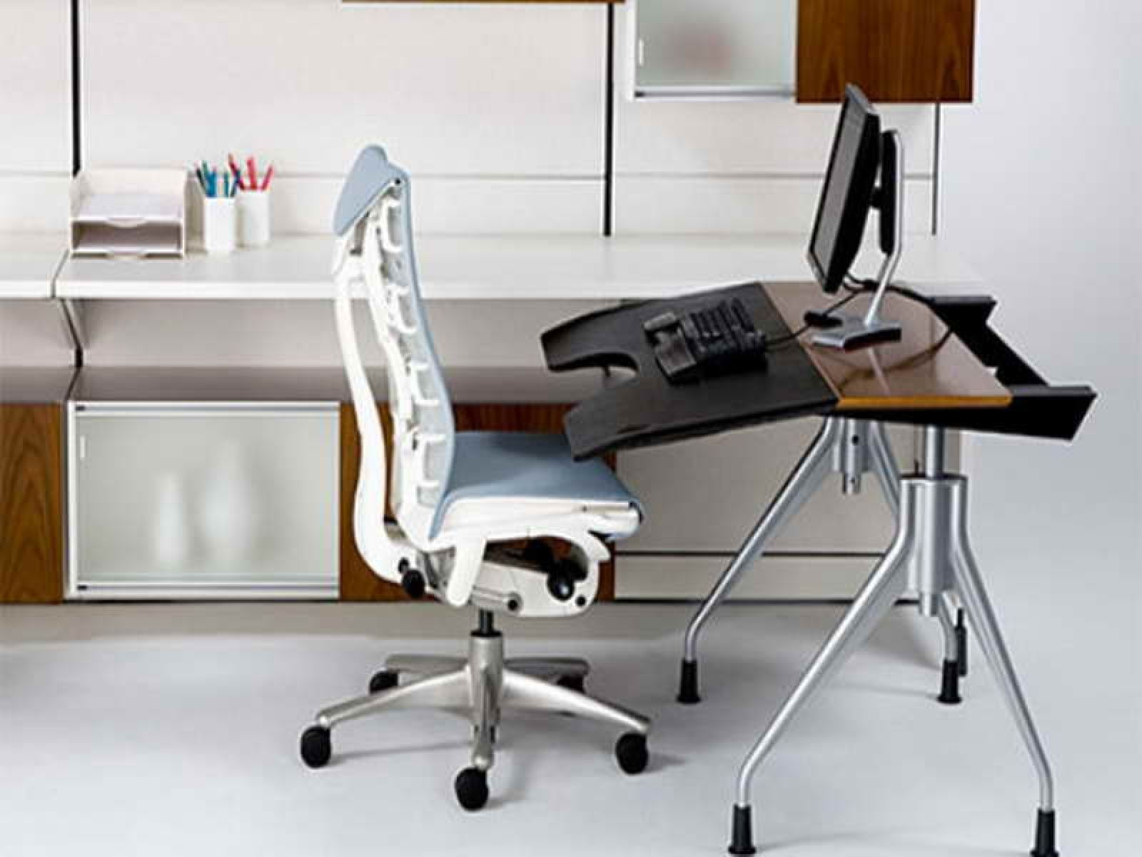 Ergonomic computer desk for home office with white office chair