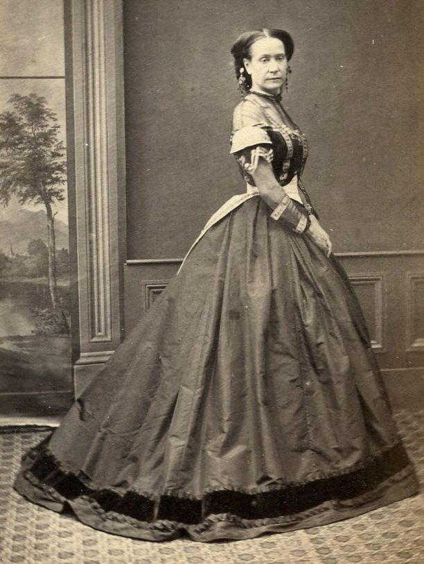 1860s WOMAN HUGE CRINOLINE DRESS CDV PHOTO CARTE DE VISITE VICTORIAN BAYSWATER