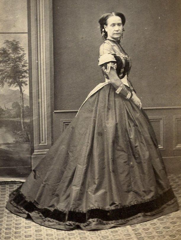 1860s WOMAN HUGE CRINOLINE DRESS CDV PHOTO CARTE DE VISITE VICTORIAN BAYSWATER