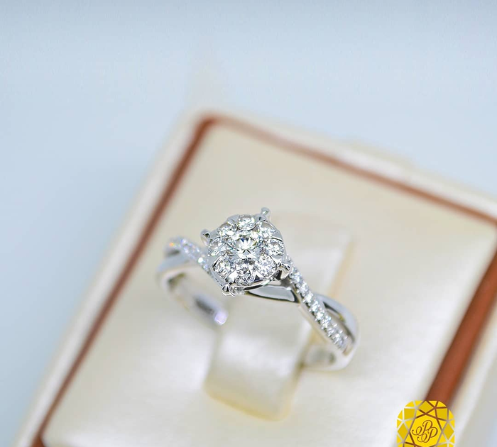 26 Gambar Cincin Emas Putih Terbaru Tak Hanya Itu Berikut Ini Adalah Model Perhiasan Emas Terbaru Jual Cincin Em Cincin Emas Putih Emas Putih Cincin Emas