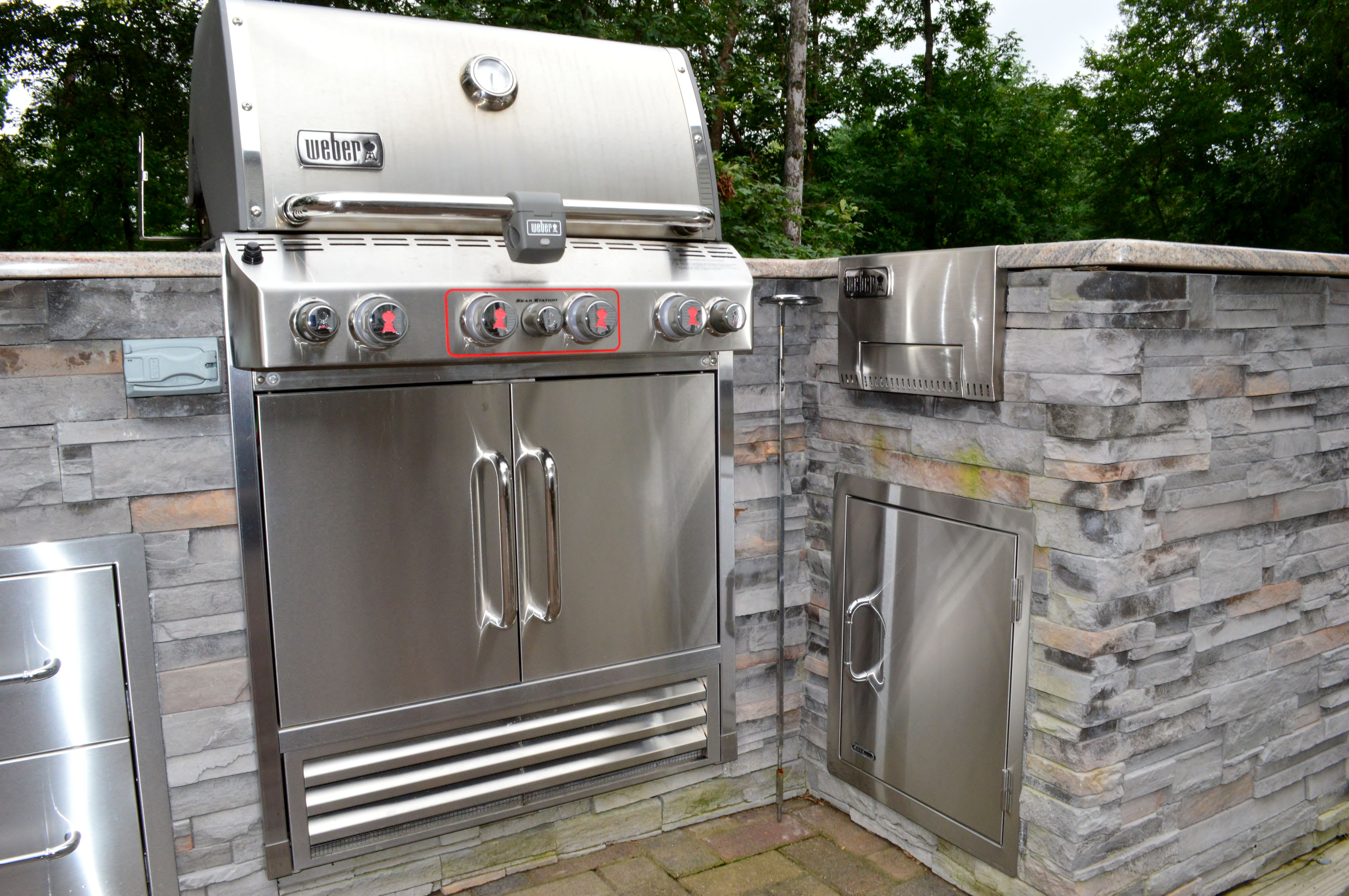 Outdoor Kitchen White Plains Md Cultured Stone Veneer Built In Grill And Stainless Steel Storage Drawers W Faux Stone Veneer Outdoor Kitchen Stone Veneer