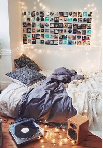 Photo Gallery Wall For A Dorm Room