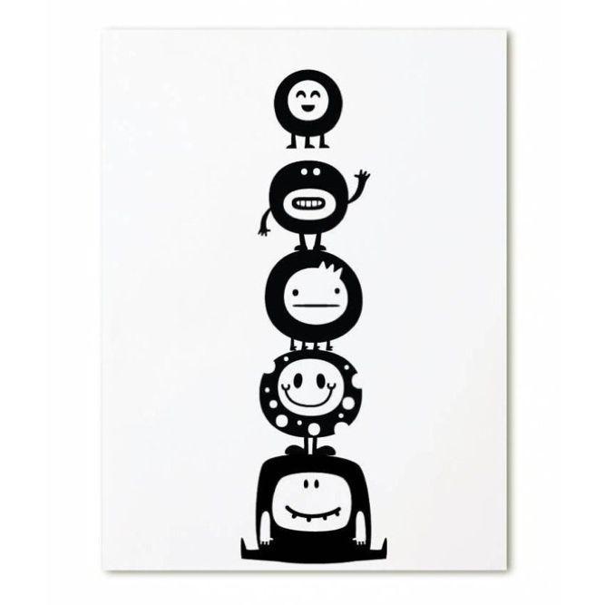 Ansichtkaart Kleine monsters Kaartje in zwart-wit met kleine monstertjes. Ook leuk om de ansichtkaart te combineren met de bijpassende alfabet poster. Aan de achterkant kun je het adres en een persoonlijk boodschap schrijven. Leuk om via de post te krijgen, maar ook om bij een klein cadeautje te geven. Je kunt de kaartjes ook gebruiken als kinderkamer decoratie. Zet meerdere kaartjes bij elkaar voor een leuk effect. Het formaat van de kaart is 105x148mm gedrukt op 300grams papier.