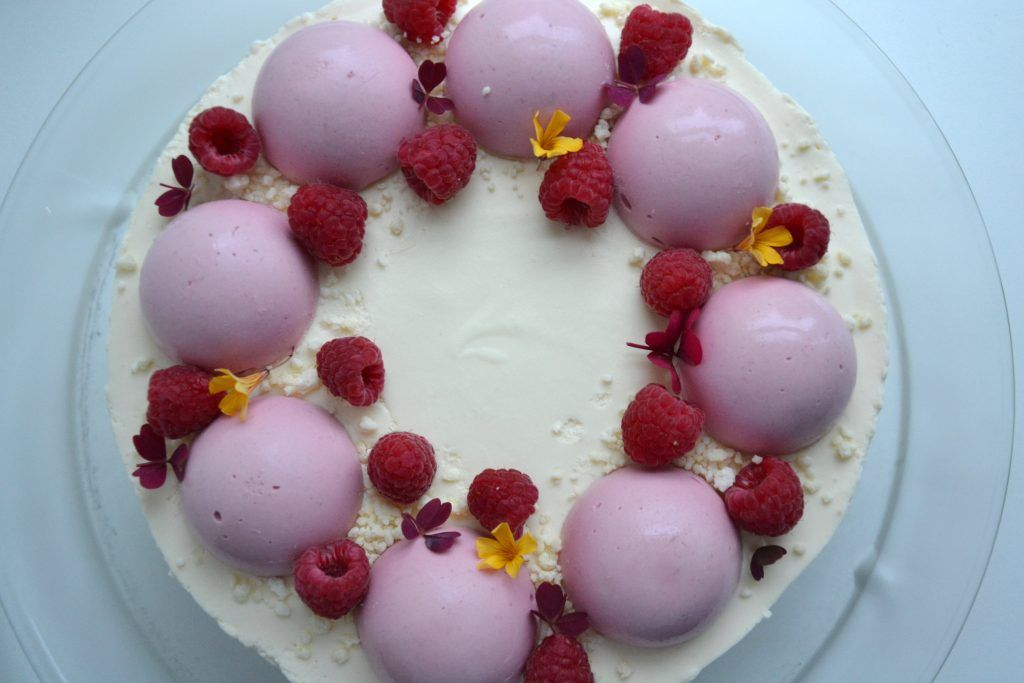 Lagkage med hindbær- og hvid chokolademousse