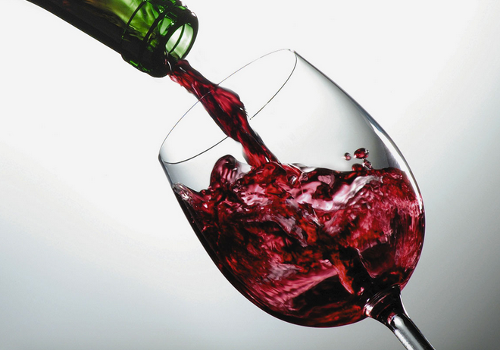Sabías Que Tomar Una Copa De Vino Al Día Equivale A Una Hora De Ejercicio Red Wine One Glass Of Wine Best Wine Clubs