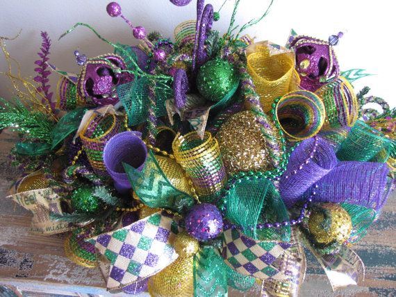 Deco Mesh Mardi Gras Centerpiece -Fat Tuesday Centerpiece There is nothing like decorating your home to look festive during Carnival Season.