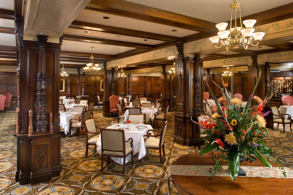 The oakroom at the seelbach hilton in louisville ky the for Honeymoon suites in louisville ky