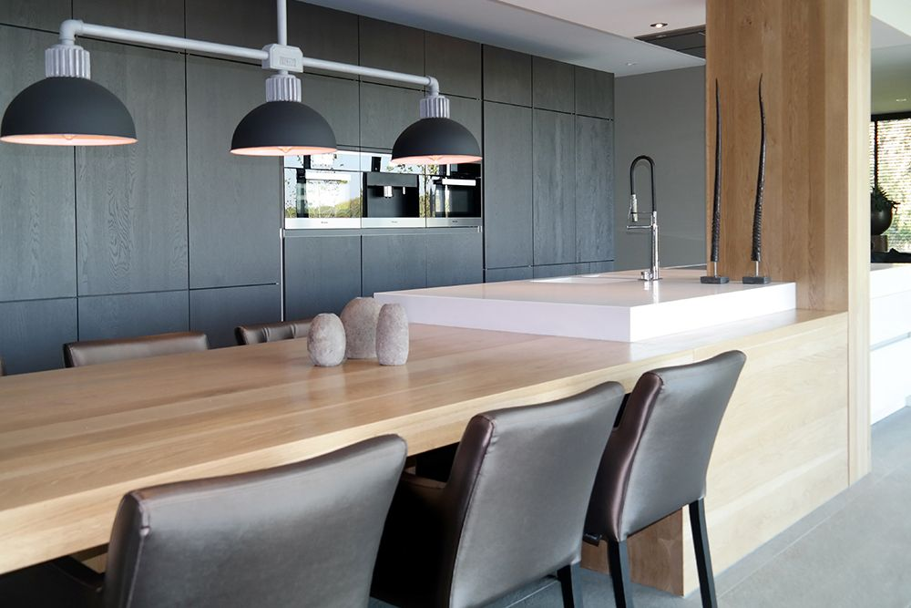 Afbeeldingsresultaat voor moderne keukens met eiland en tafel