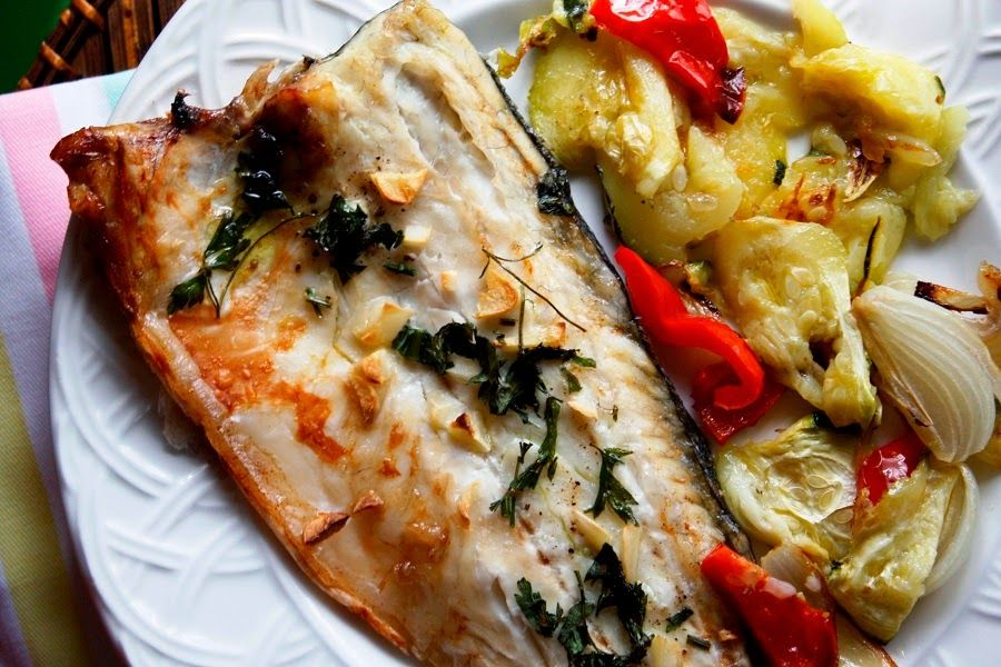 Lubina Al Horno Con Verduras Food Food And Drink Vegetable Pizza