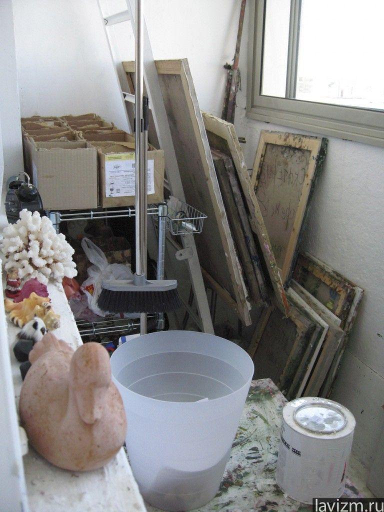 Фотография «Картины на чердаке» 2005 г.  Екатерина Лебедева художница  http://lavizm.ru/