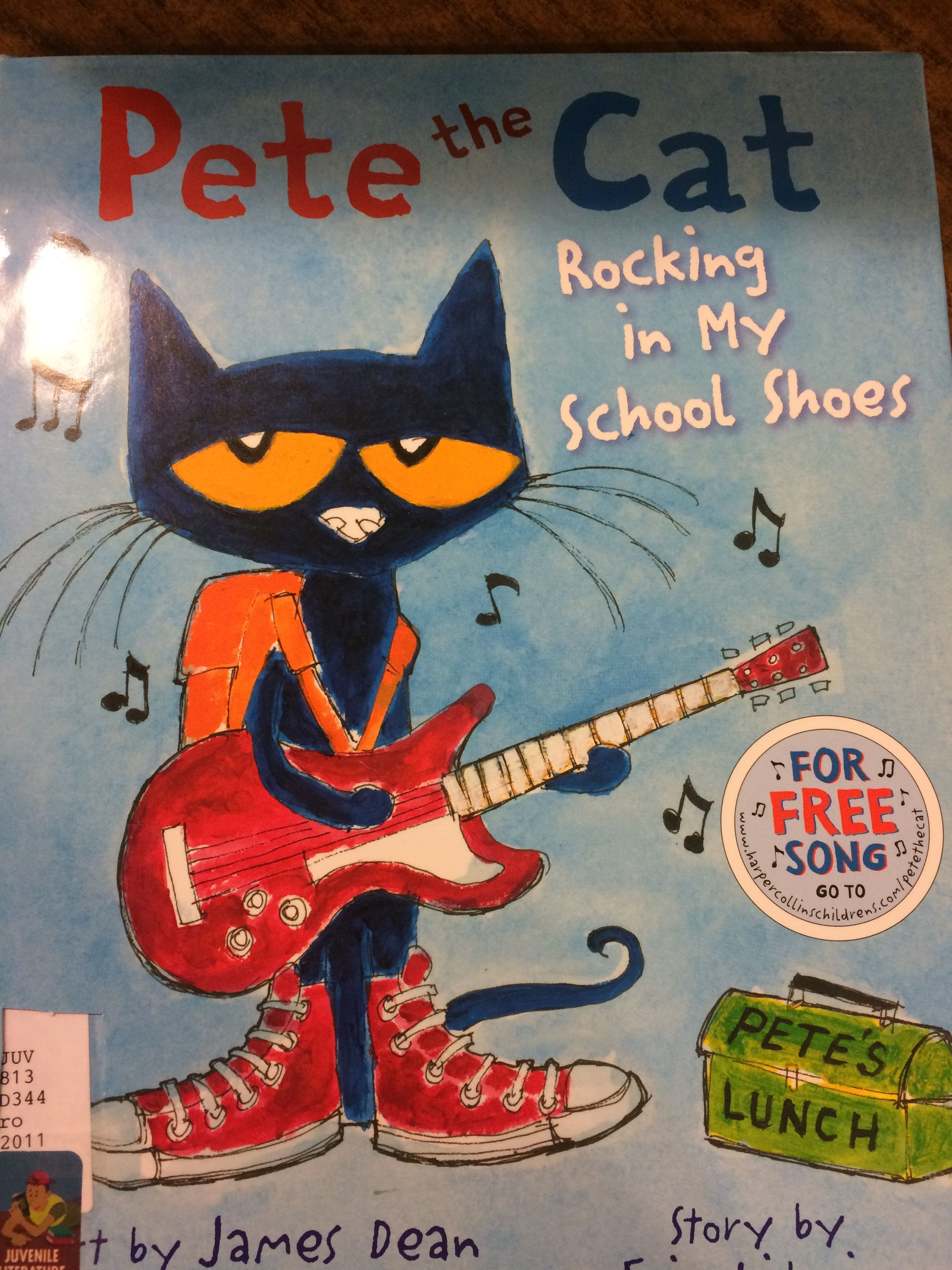 Pete the Cat got some rocking school shoes and is ready to