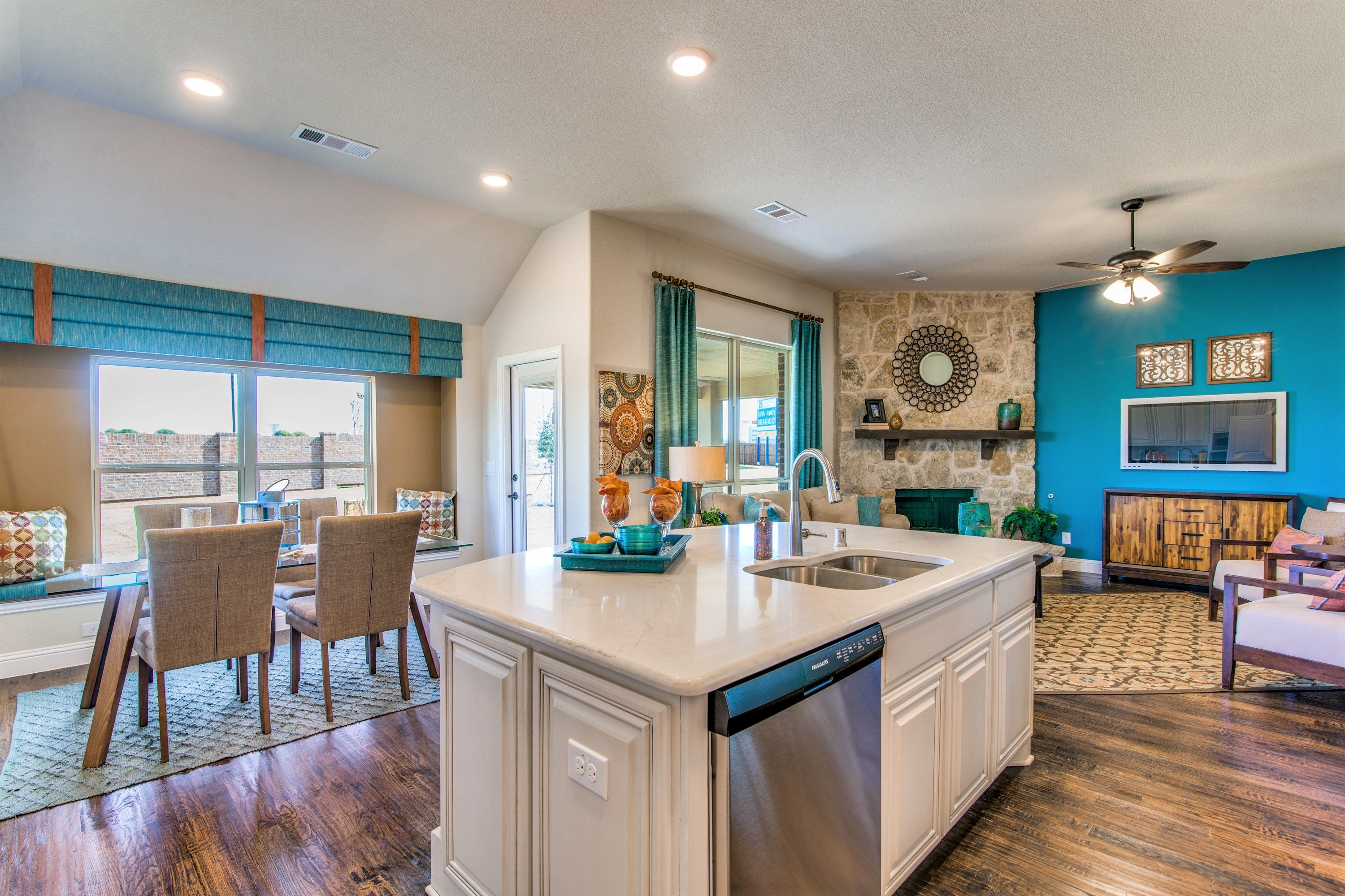 With An Open Concept Floor Plan Such As This One Here You Ll Always Be Where The Action Is Openfloorplan Bloomfield Homes New Homes For Sale Home Builders