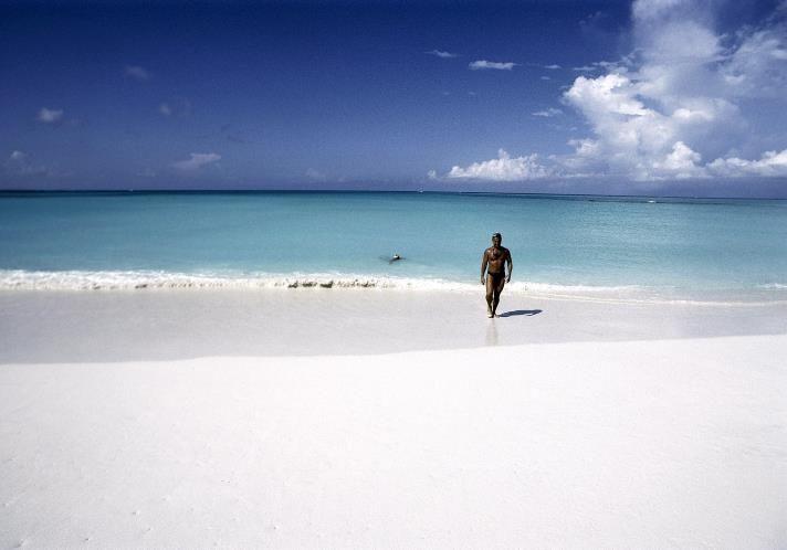 06 - Grace Bay, una de las playas más bellas y extensas de las islas Providenciales, Turks y Caicos, En las Islas Virgenes Británicas.