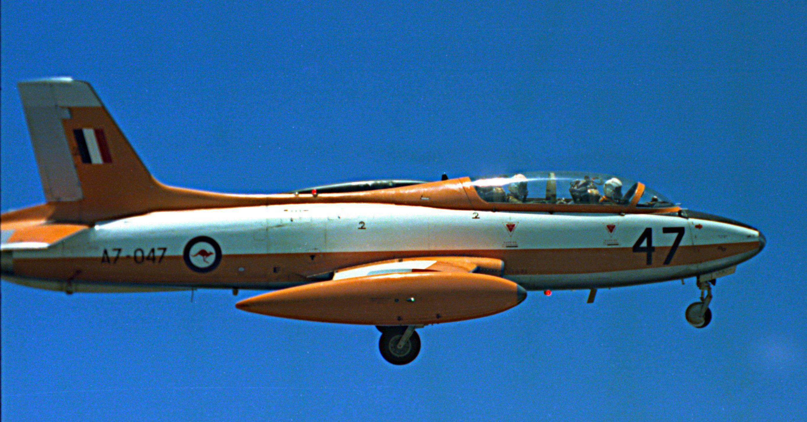 Macchi MB-326