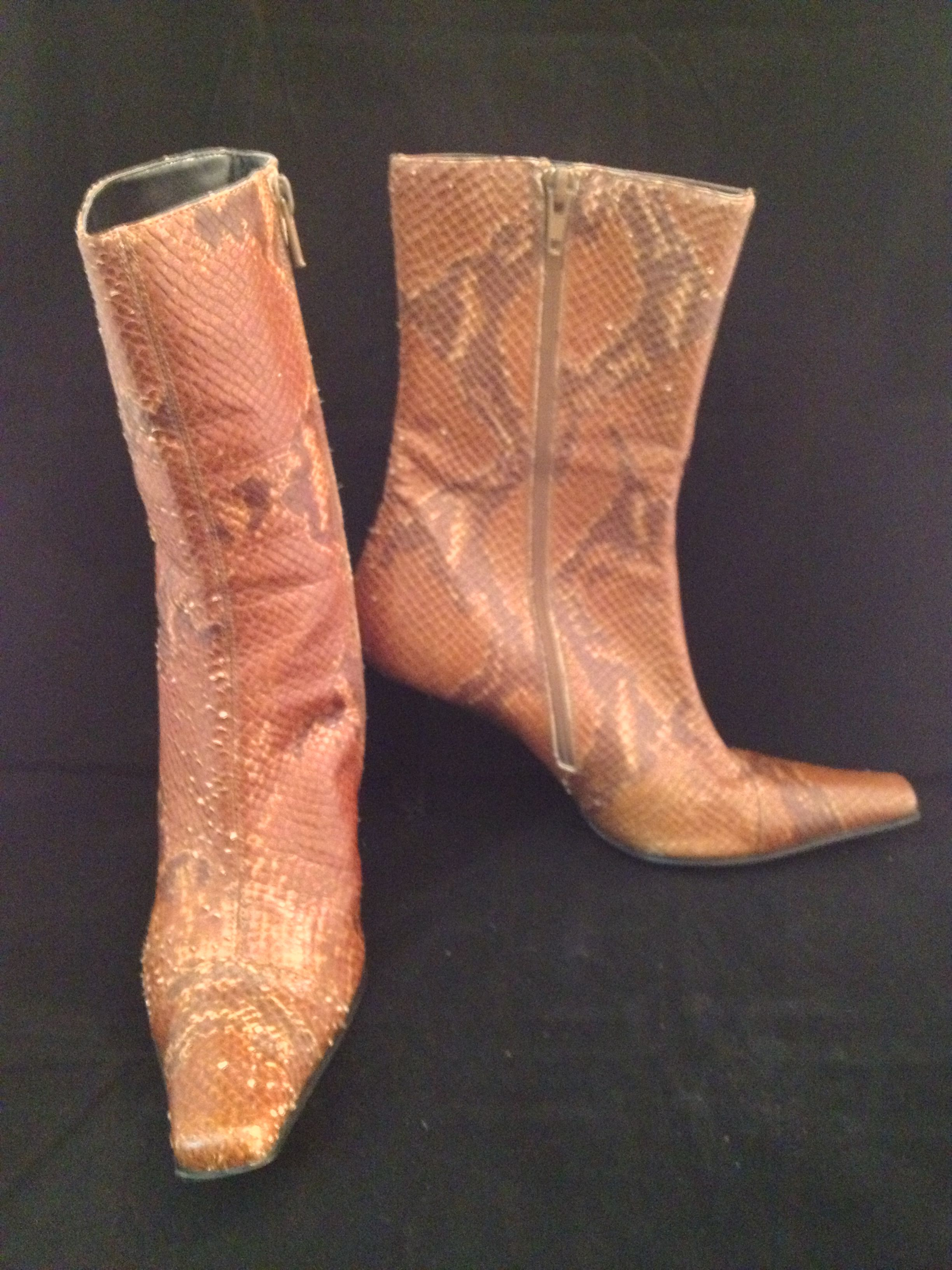 Max de Carlo skin boots in rust and brown size 6.5. Perfect for Fall!
