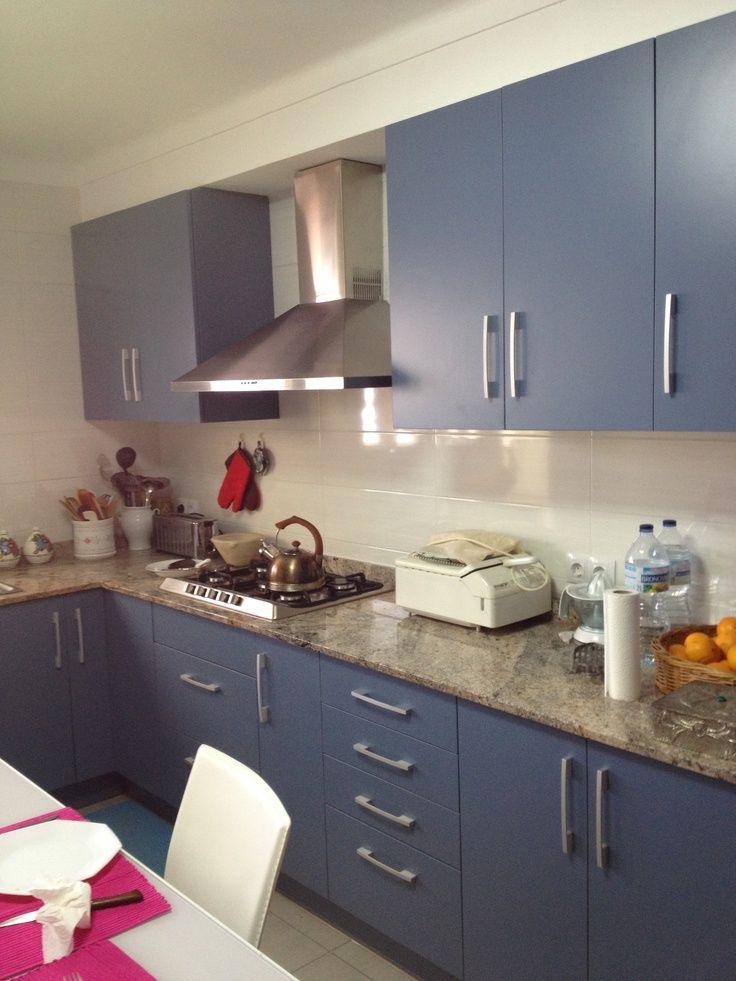 Cocina melamina azul cocinas en 2019 kitchen design for Cocina pintura pato azul
