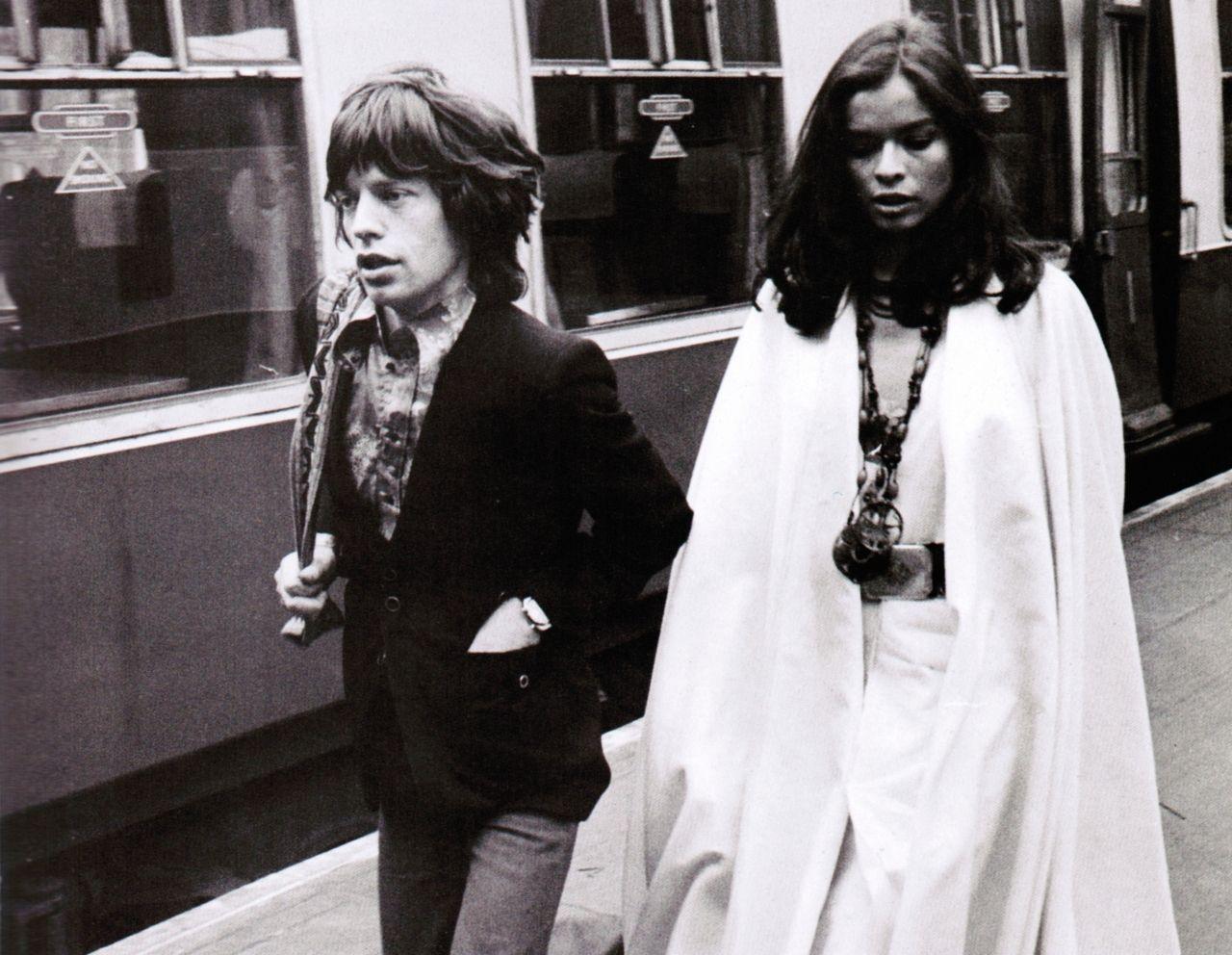 происшествии пульт мик джаггер фото его с женой этаж