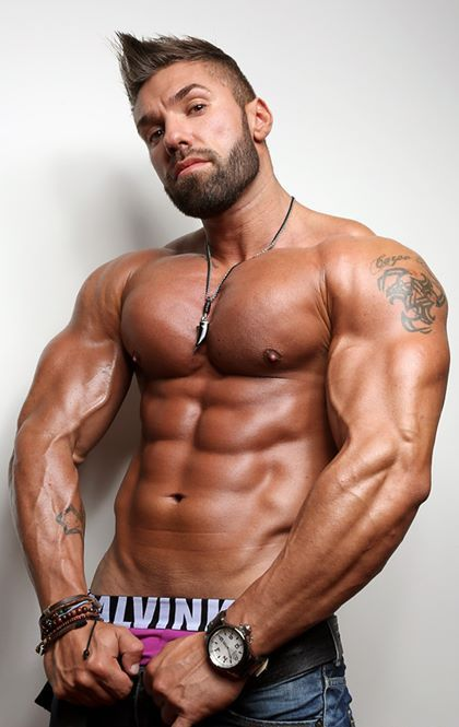 Muscle hunk lucas di angelo join