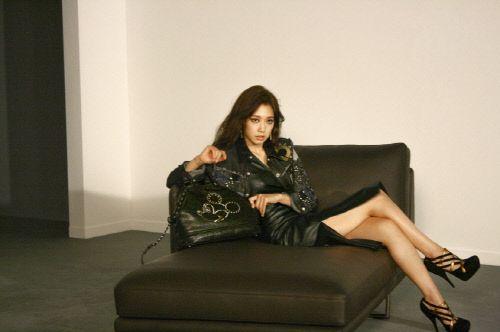nice [NEWS] Park Shin Hye, Smokey Makeup + Sexy Legs Line Beauty Radiates