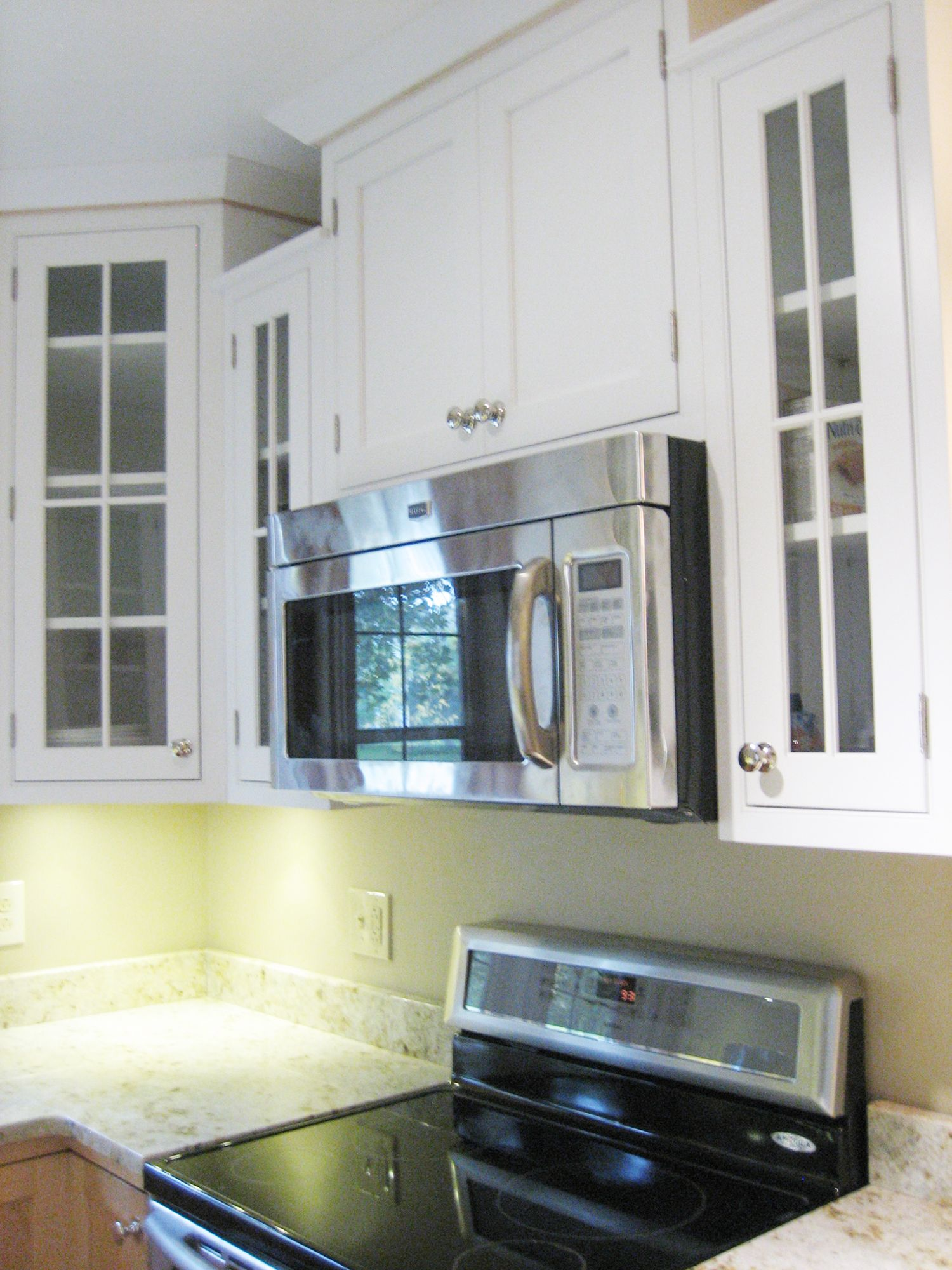 In This Madison Wisconsin Kitchen Remodel Designer Jenny Schuchardt Of Marling Homeworks Successfully Uses Light Wood Cabinets Kitchen Remodel Upper Cabinets