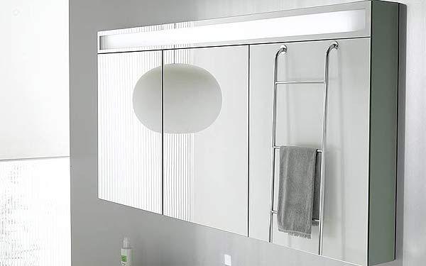 Armoire de toilette design tr vise de decotec avec 3 portes miroir double face et 6 tablettes en - Porte coulissante toilette ...