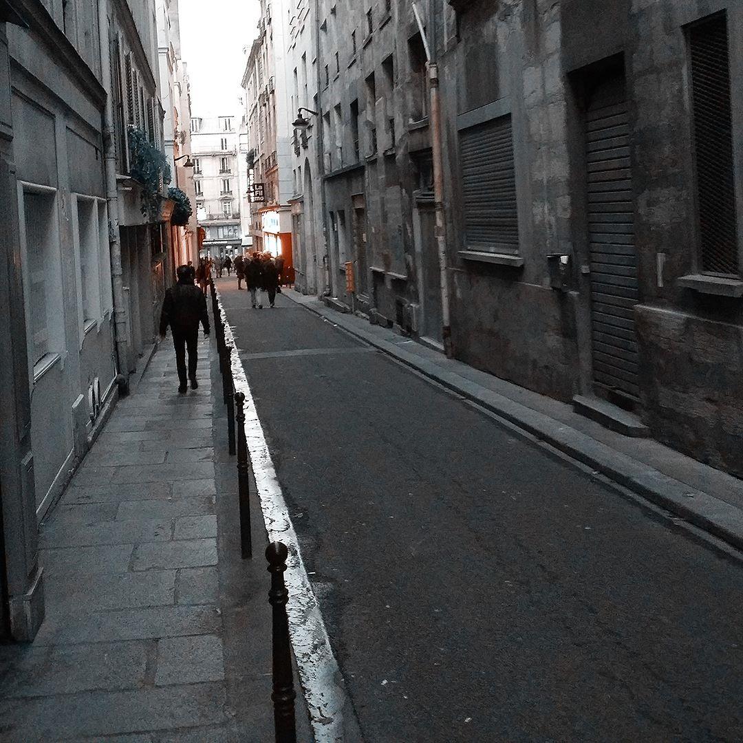 """La entrañable """"rue champollion"""" y sus eternos cines independientes cercanos a la Sorbonne -  #paris #france #visitparis #turismo #viajar #viajero #viajeros #viajes #turismoeuropa #viajando #super_france #hello_france #travelfrance #traveltips #travelgram"""