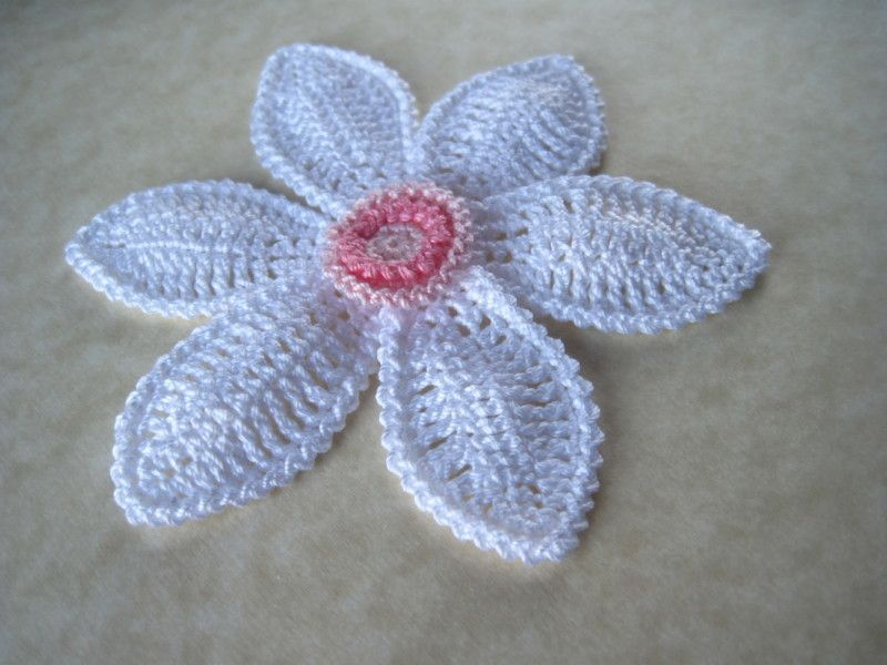Daffodil applique crochet pattern youcanmakethis.com