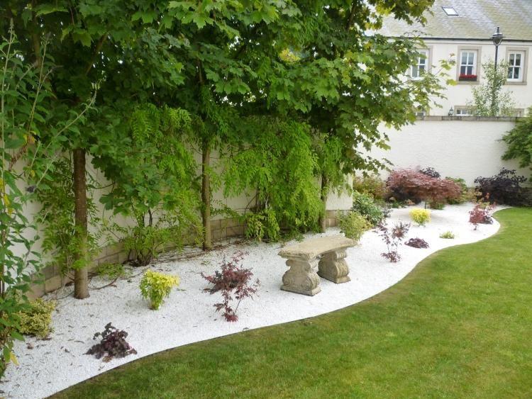 Jardin galets pelouse recherche google astuces et for Amenagement parterre galets