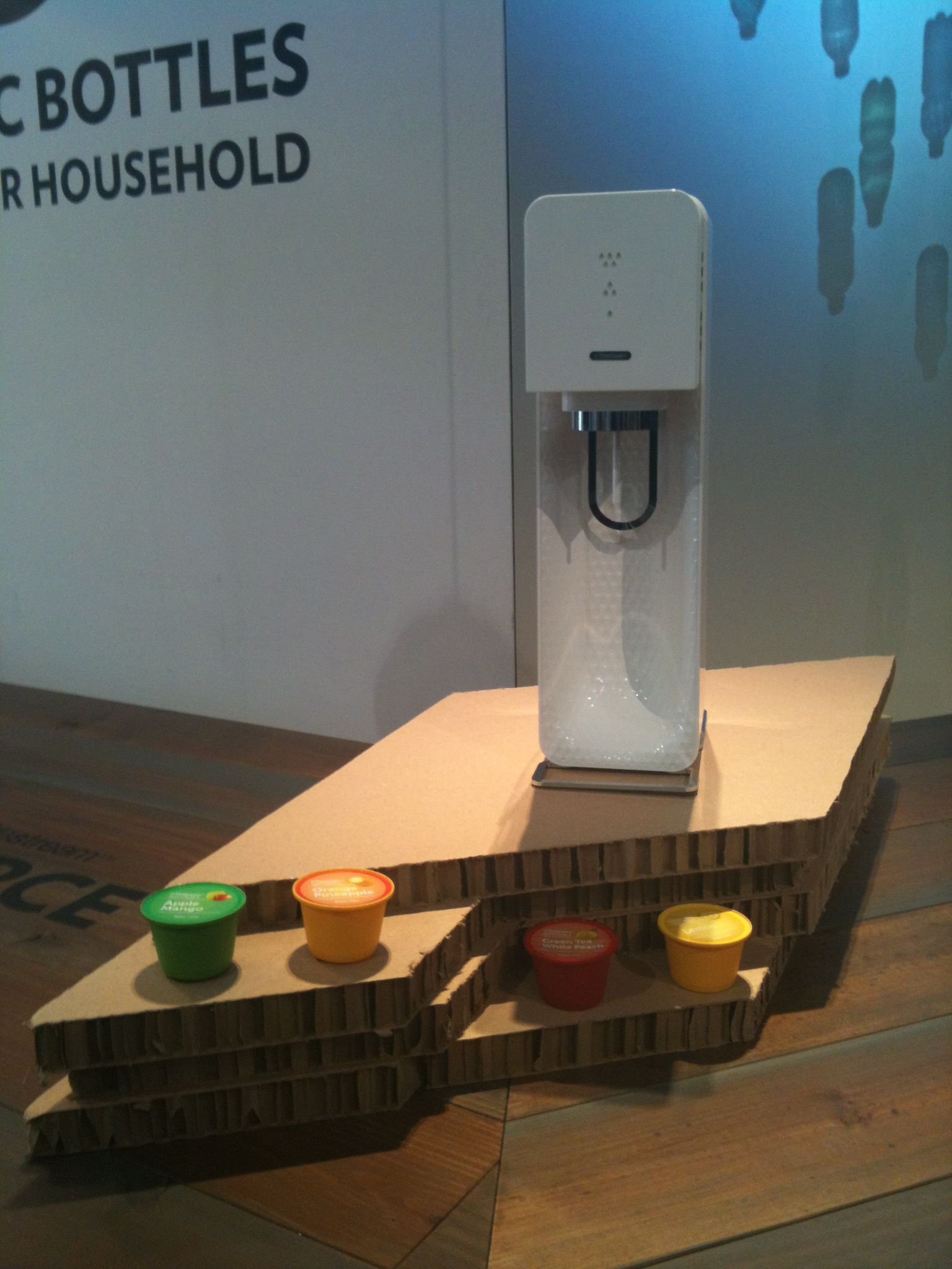 New soda source by Yves Behar to make soda out of still water.