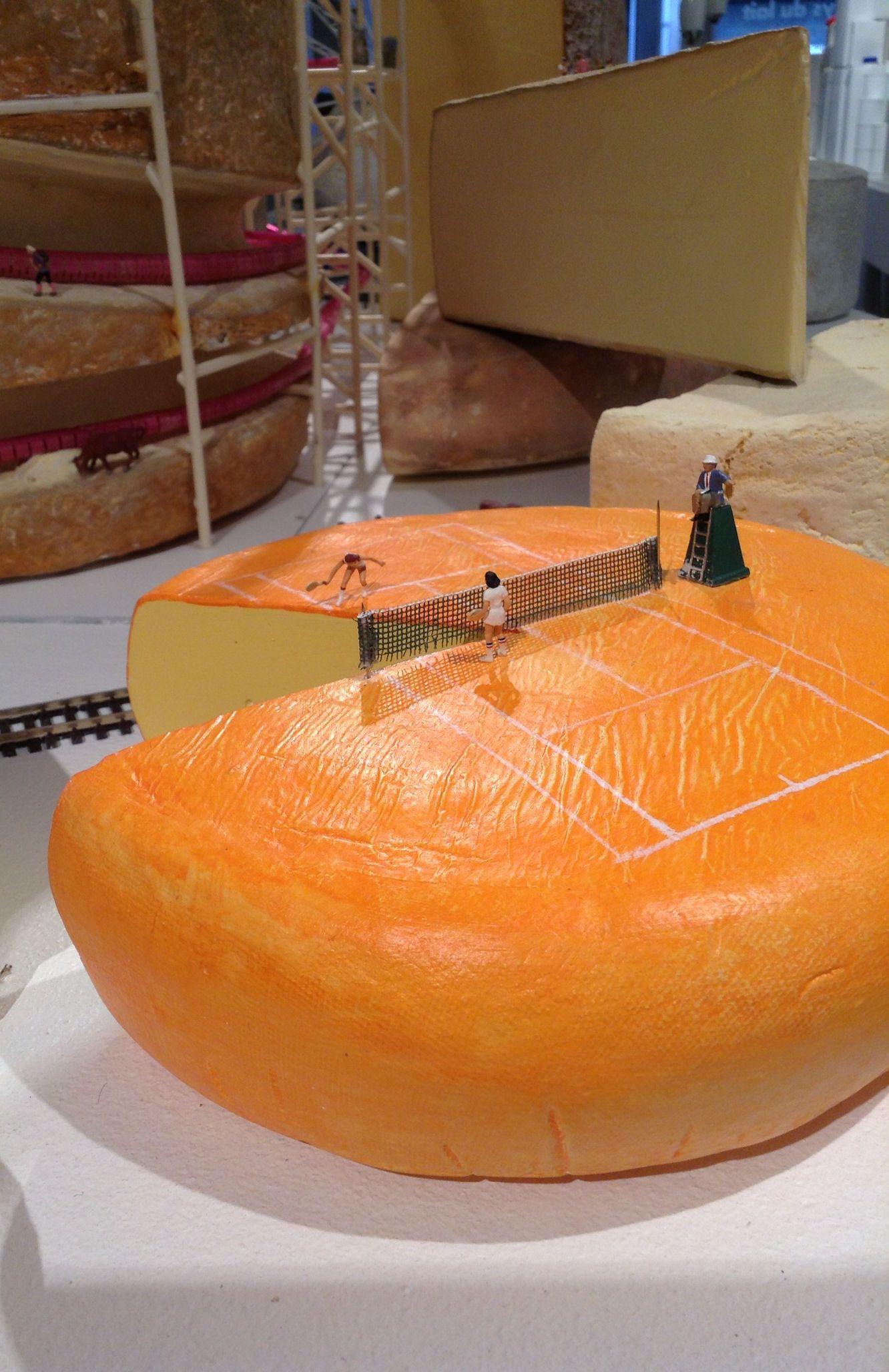 """Nouveau tournoi du Grand Chelem : le """"fromage open""""... ou quand les Minimiams se challengent sur une meule odorante... http://cuisine.journaldesfemmes.com/gastronomie/balade-au-pays-des-minimiams/fromage-open.shtml"""
