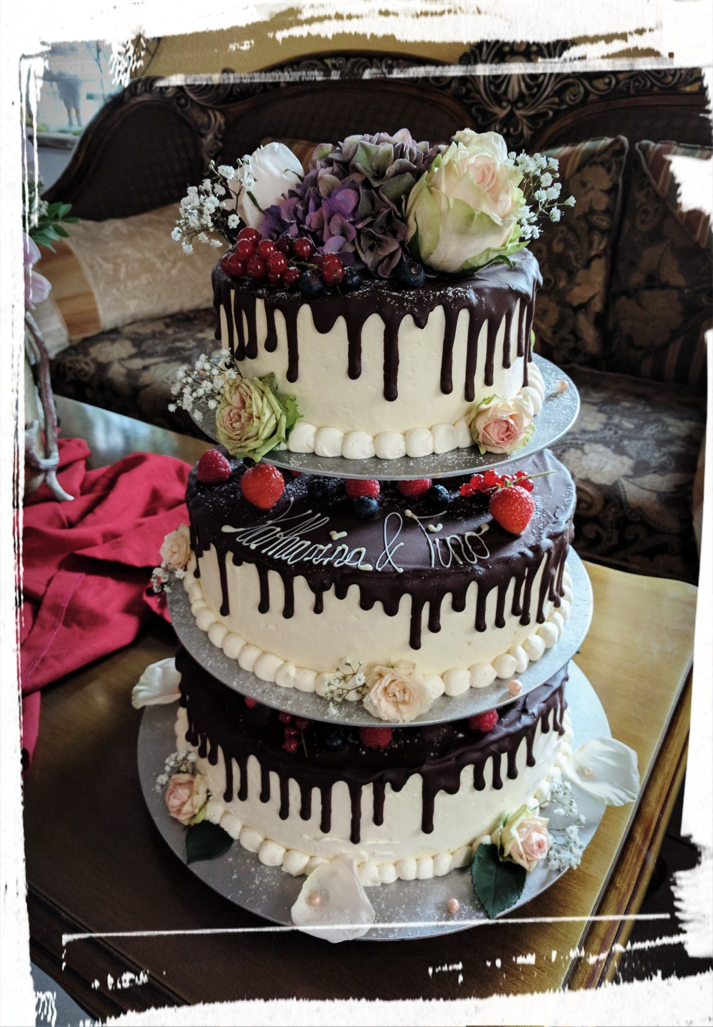 3 Stockige Hochzeitstorte Im Drop Cake Style Hochzeitstorten