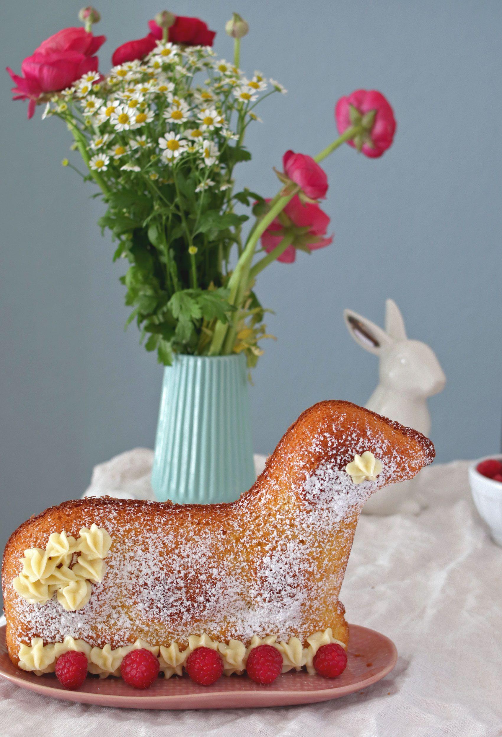 Rezept saftiges Osterlamm backen aus Biskuitteig - Osterrezept