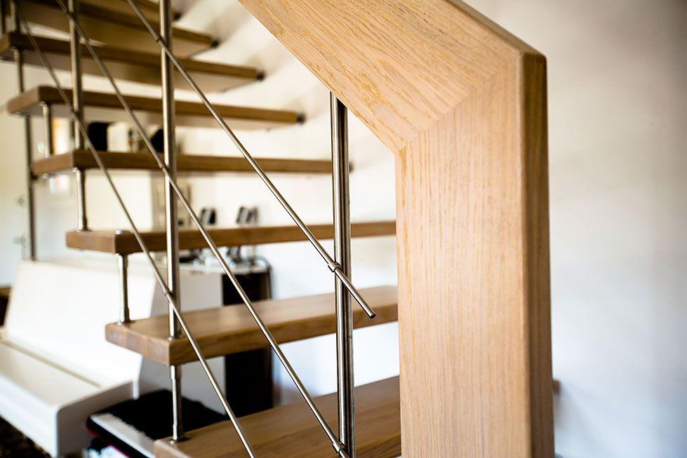 Main courante en bois pour cet escalier suspendu réalisé par Passion