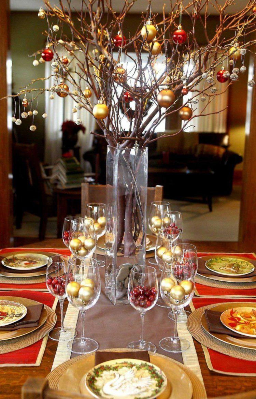 deco noel fait maison verre vin rempli boules noel or baies rouges