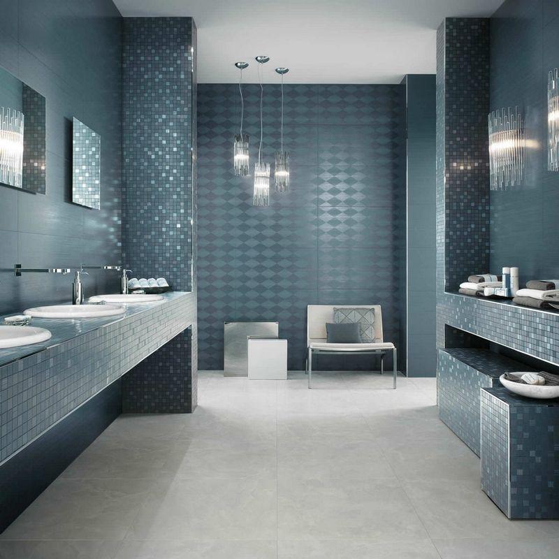 revtement mural salle de bain en carrelage losanges et mosaique bleu aviateur