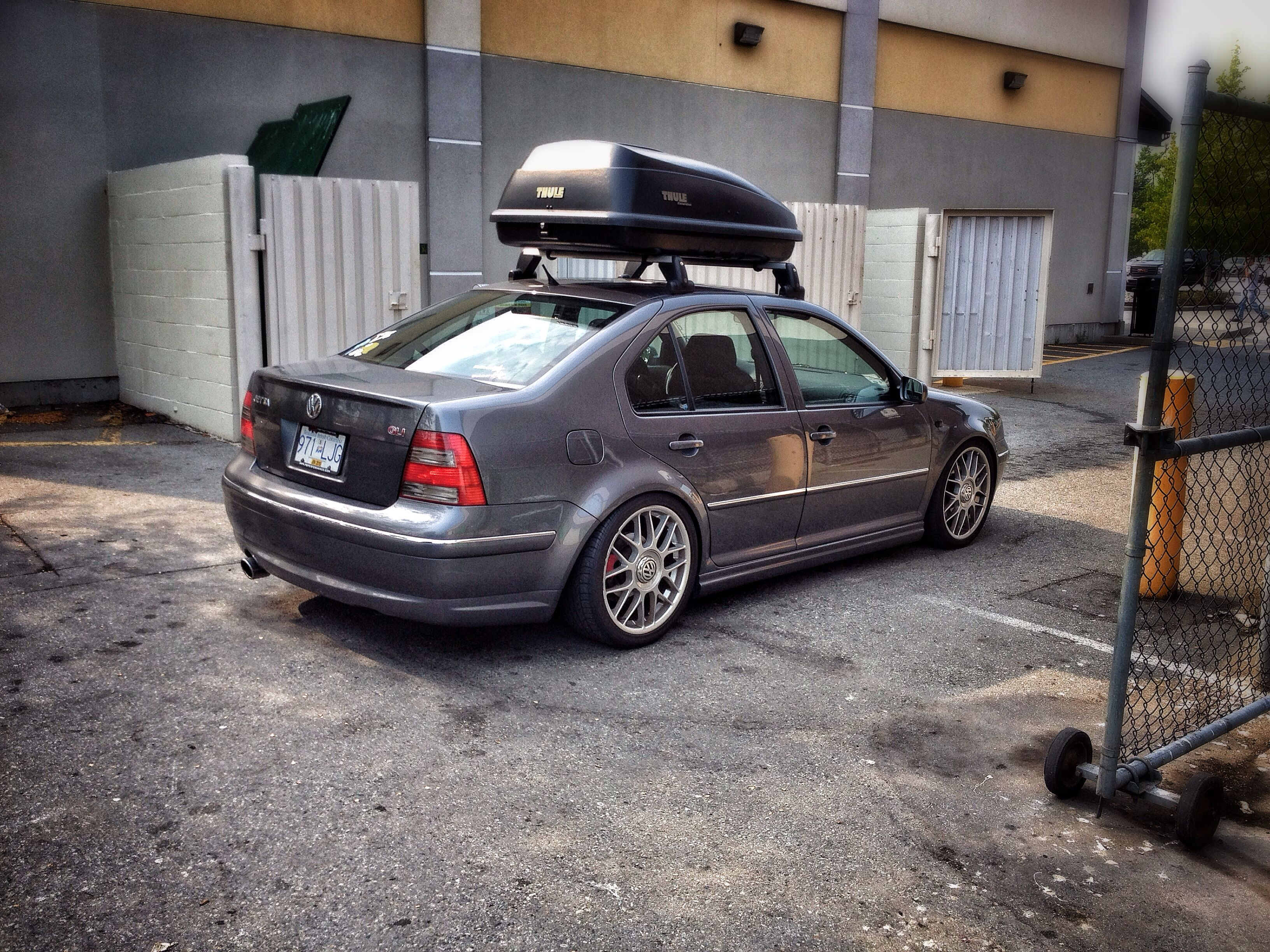 VW Jetta GLI Mk4 with Thule Excursion Carrier. Lowered