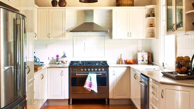 Thinking about how light woodwork can brighten up a dark kitchen with only one north facing window